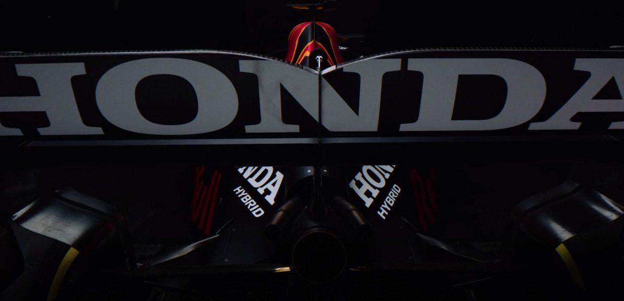 レッドブル2021年型F1マシン『RB16B』 リヤウイングに飾られたホンダのロゴ