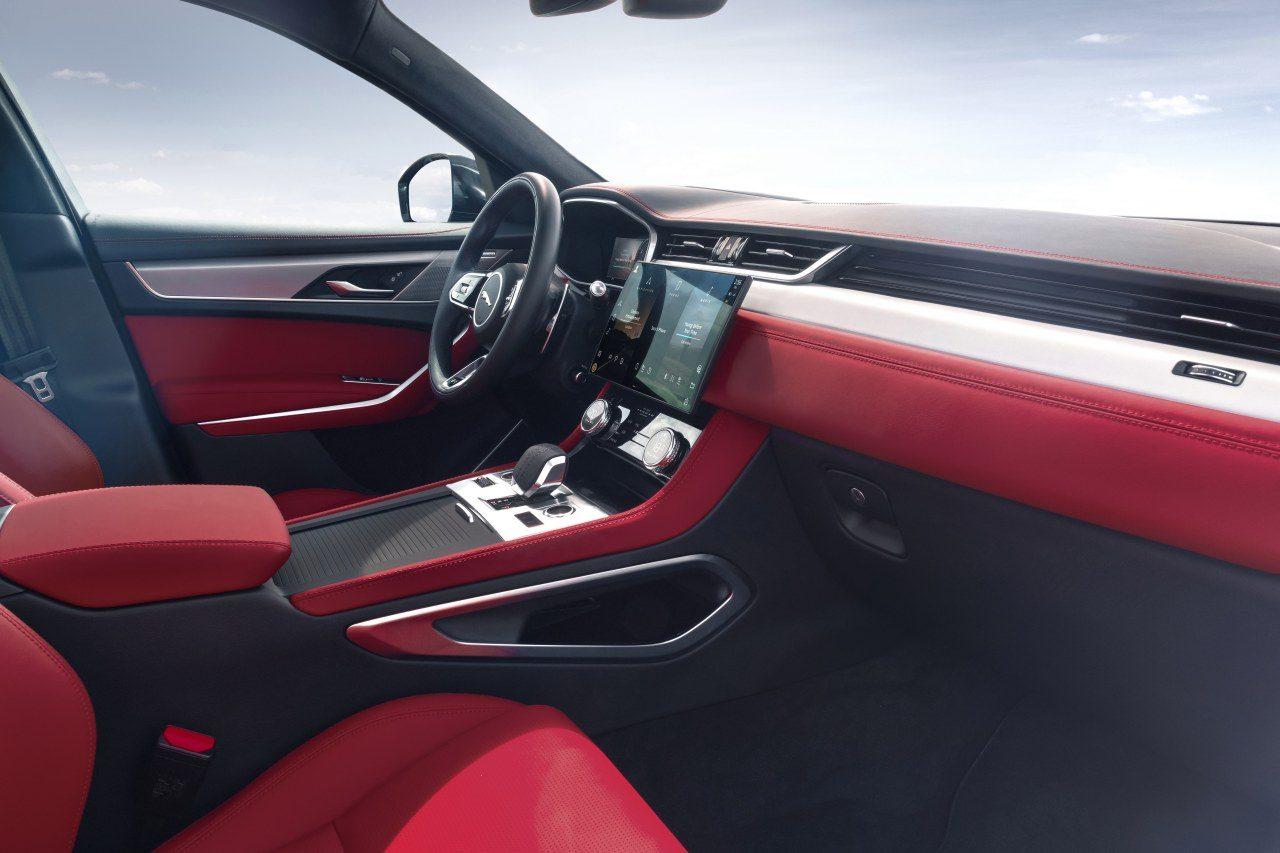 """ジャガーの人気SUV『F-PACE』が最新フェイスに。MHEVや""""LAUNCH EDITION""""も導入"""