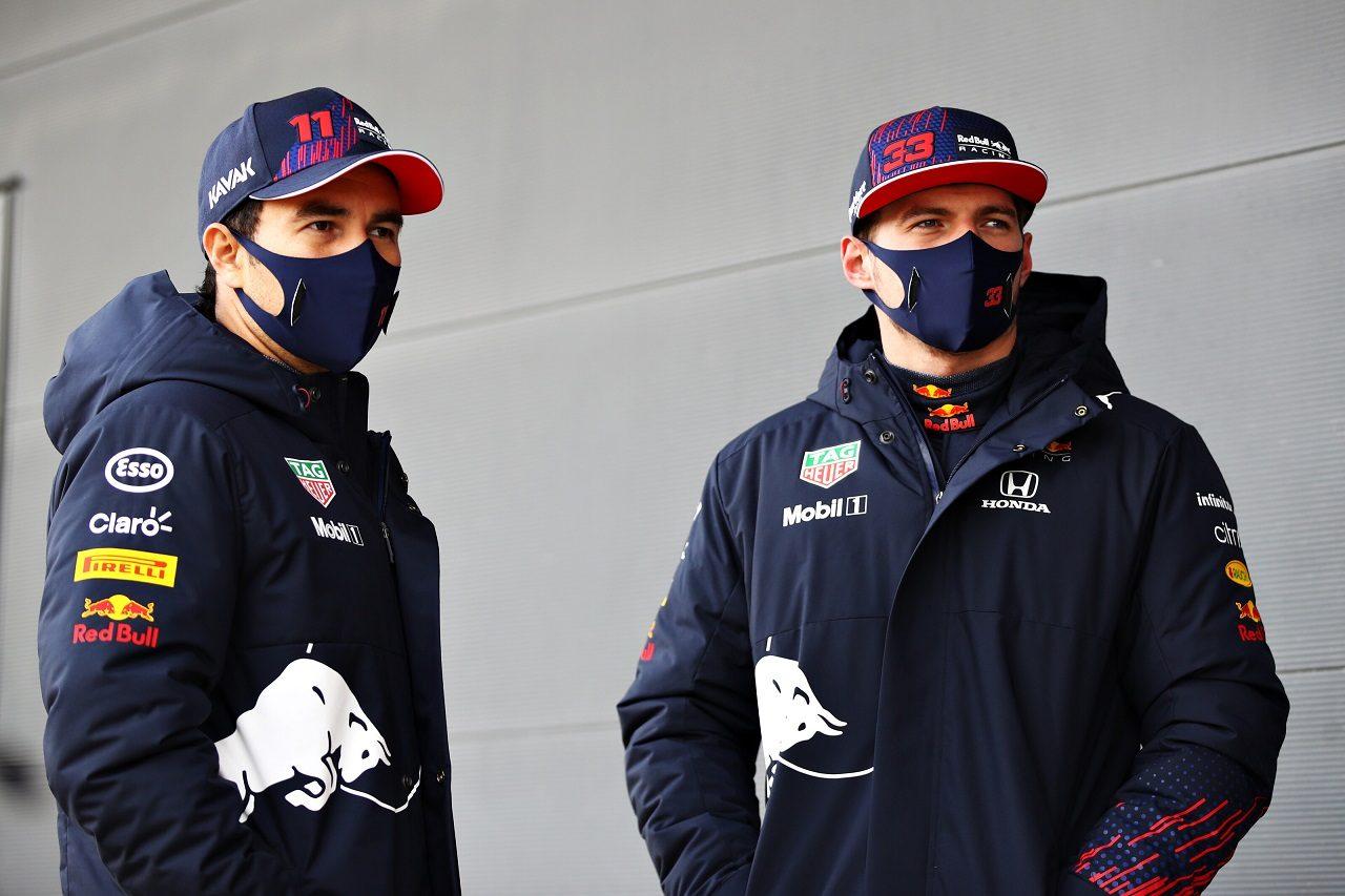 レッドブルの2021年フィルミングデーでのセルジオ・ペレスとマックス・フェルスタッペン