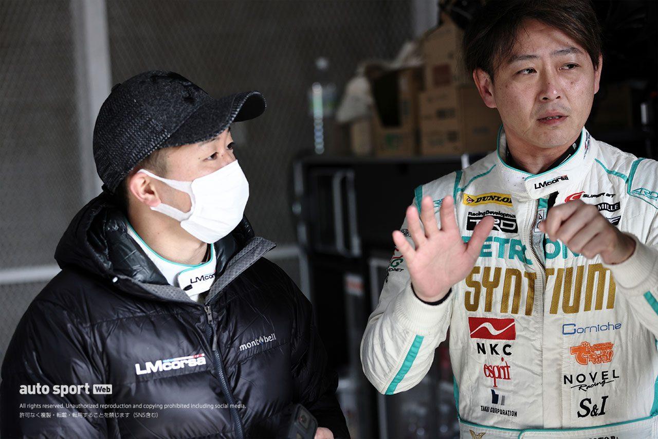 岡山でLM corsaがスーパーGTに投入するGRスープラをシェイクダウン。GT300車両が4台走行