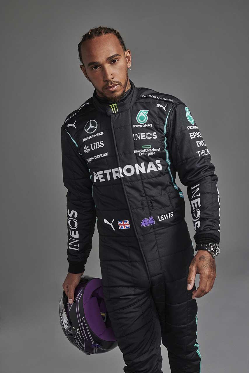 2021年モデルのレーシングスーツを着たルイス・ハミルトン(メルセデス)