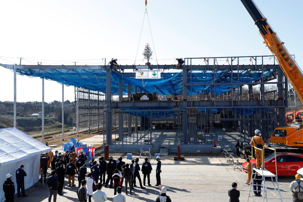 ポルシェ、日本初のブランド体験型施設『PEC東京』で上棟式を実施。開業は2021年夏
