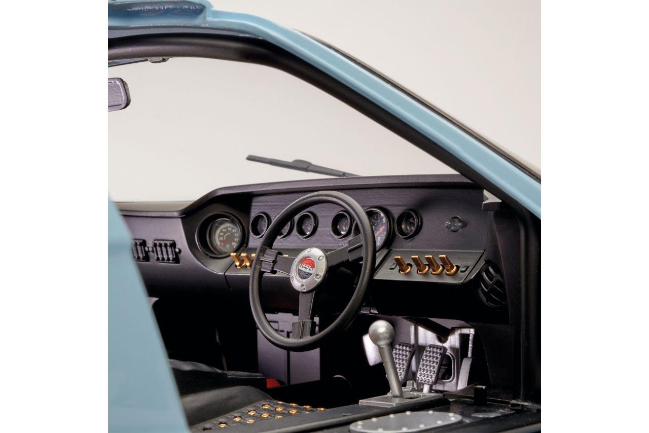 伝説のル・マン優勝マシン『フォードGT』1/8スケール組み立てキットが数量限定で日本上陸
