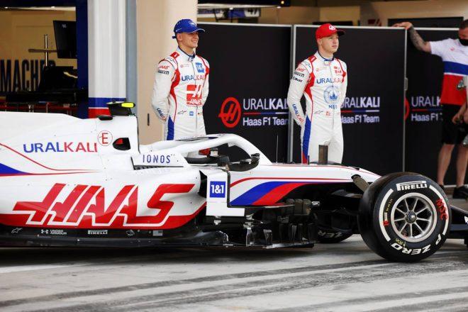 ハースF1、2021年シーズンを戦う『VF-21』の実車を公開。全10チームの新車が出揃う