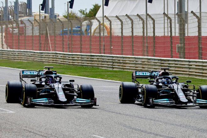 2021年フィルミングデーでのルイス・ハミルトンとバルテリ・ボッタス(メルセデスF1)