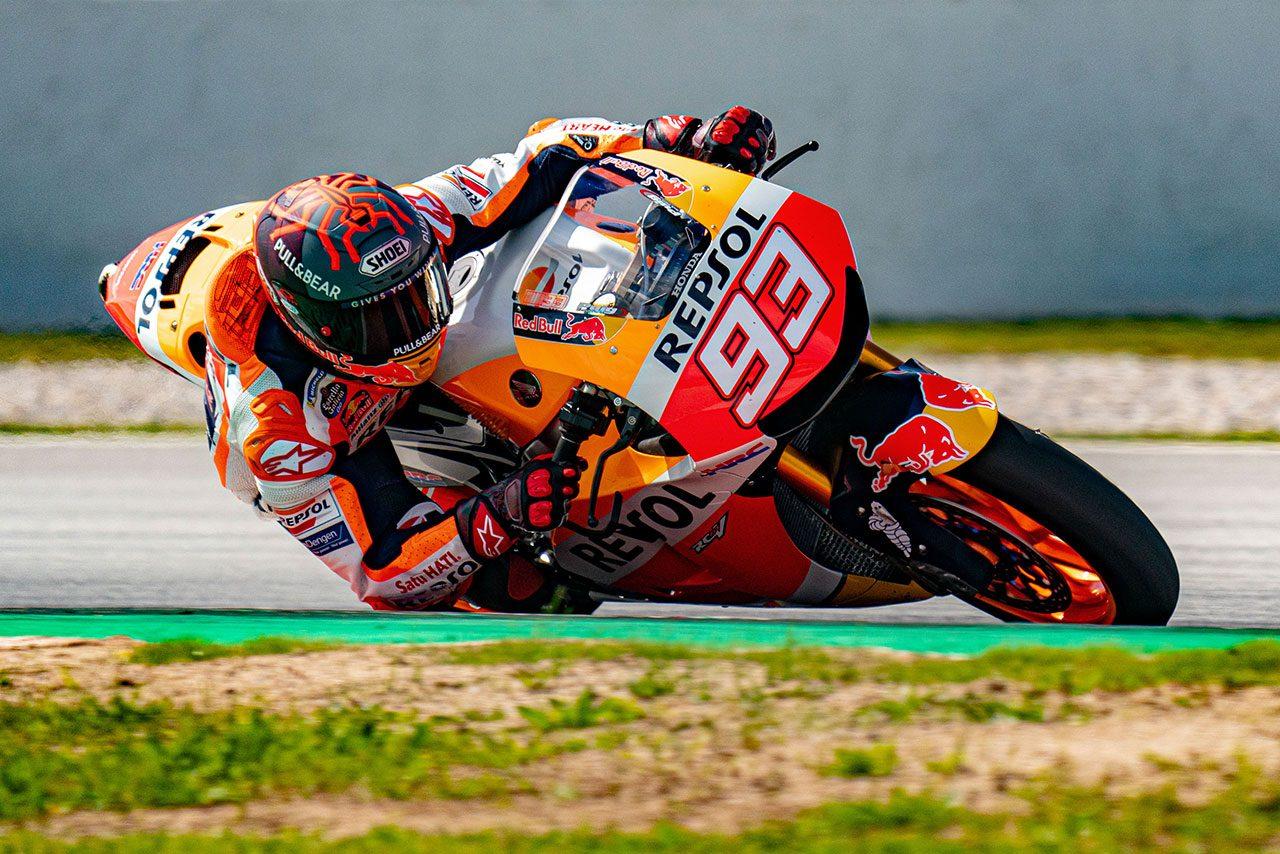 マルク・マルケス、ホンダRC213V-Sで久々のサーキット走行。膝や肘を擦る場面も/MotoGP