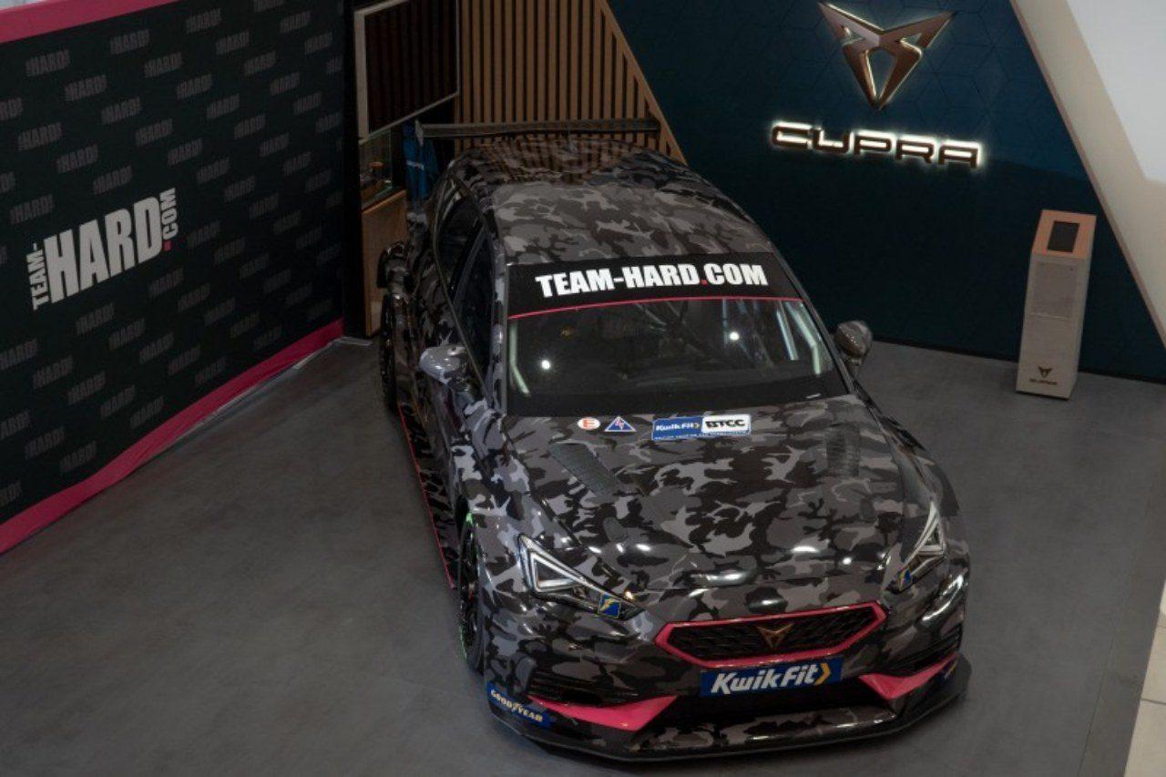 王者WSRが2021年仕様『BMW330i M Sport』披露。Team HARDも新型『クプラ・レオンBTCC』を公開