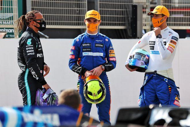 2021年F1プレシーズンテスト ルイス・ハミルトン(メルセデス)、ランド・ノリスとダニエル・リカルド(マクラーレン)