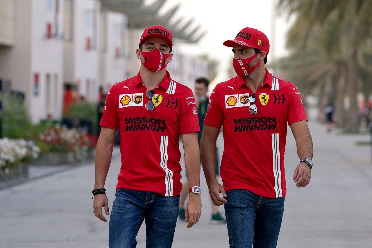 シャルル・ルクレールとカルロス・サインツJr.(フェラーリ)