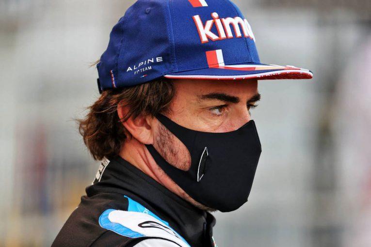 F1   アロンソ「F1に戻ってきて素晴らしい気分。昔からの仲間とのバトルを楽しんだ」:アルピーヌ F1第1戦決勝