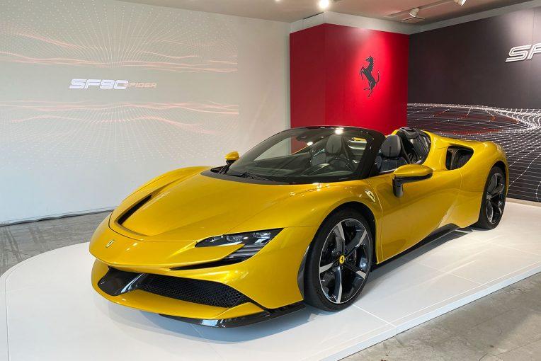 クルマ | フェラーリ、プラグインハイブリッドのオープントップモデル『SF90スパイダー』を日本初公開