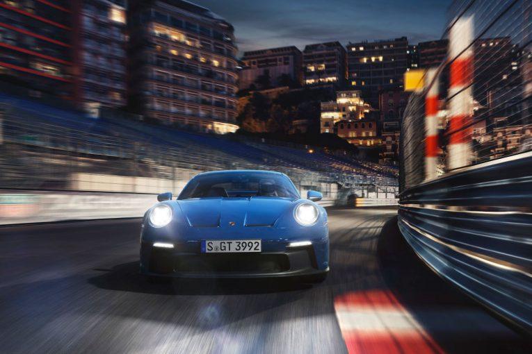 クルマ   ポルシェ、歴代ニュル最速タイムを塗り替えた新型『911 GT3』の予約受注を開始