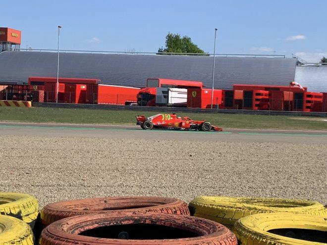 ロバート・シュワルツマンがフェラーリSF71Hで走行