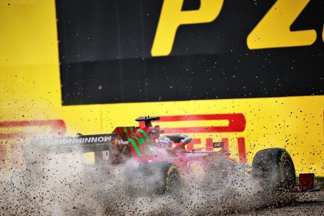 2021年F1第2戦エミリア・ロマーニャGP FP2でシャルル・ルクレール(フェラーリ)がクラッシュ