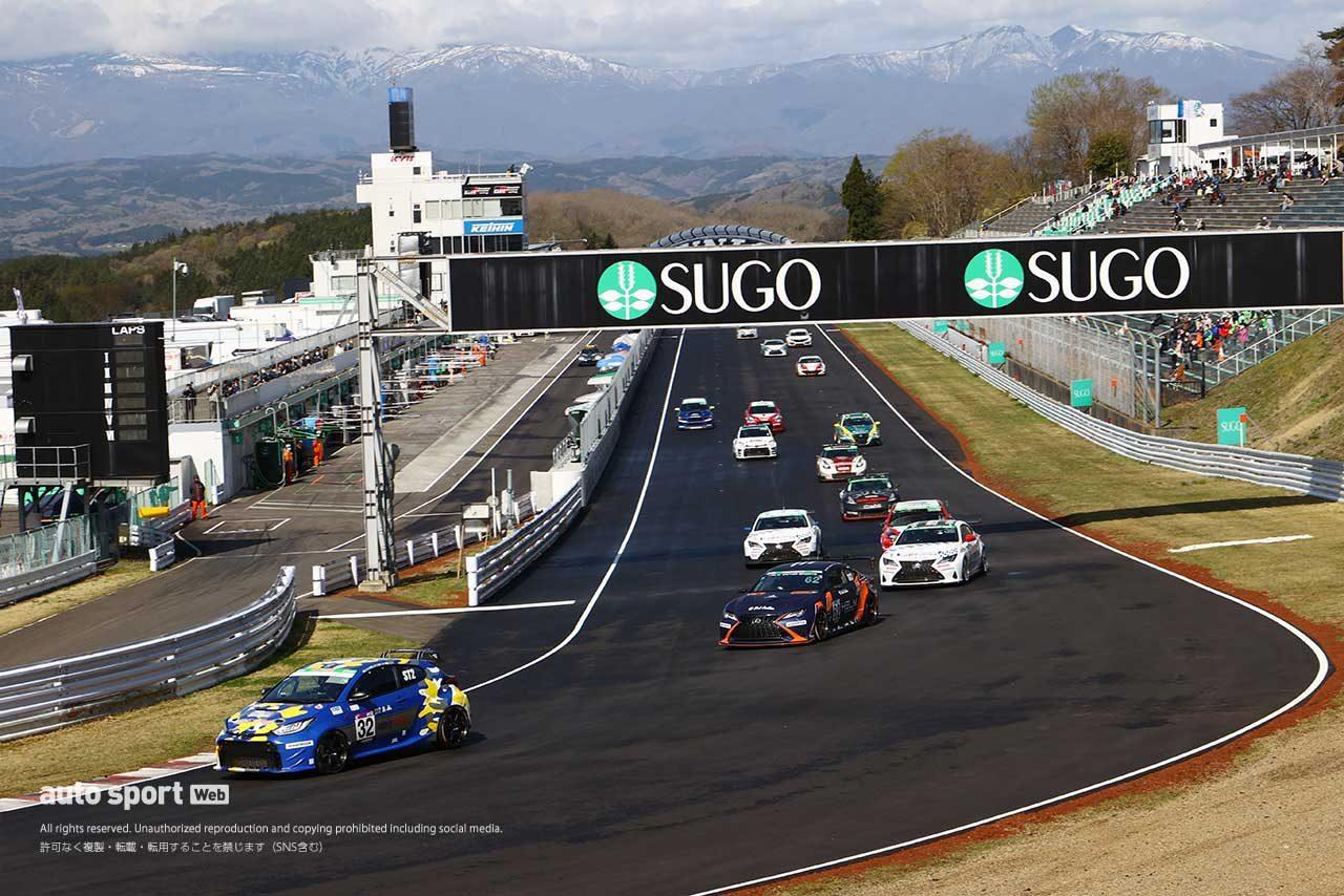 第2戦『SUGOスーパー耐久3時間レース』のグループ2決勝スタートの様子