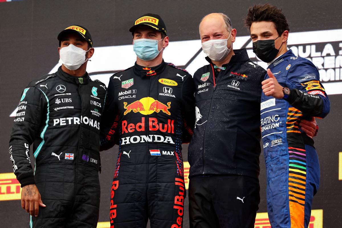 F1 | 赤旗を挟む波乱のレースをフェルスタッペンが制す。角田裕毅はミスが響き入賞ならず【決勝レポート/F1第2戦】