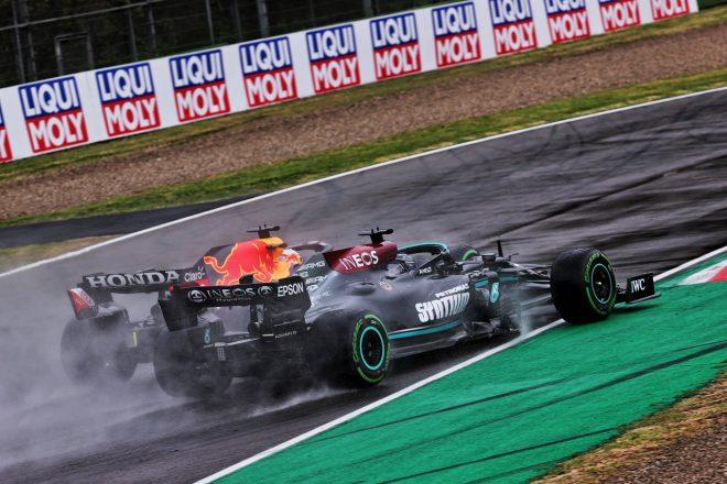 2021年F1第2戦エミリア・ロマーニャGP決勝 マックス・フェルスタッペン(レッドブル・ホンダ)とルイス・ハミルトン(メルセデス)のバトル
