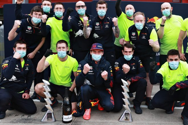 2021年F1第2戦エミリア・ロマーニャGP マックス・フェルスタッペン(レッドブル・ホンダ)優勝、チームが記念撮影