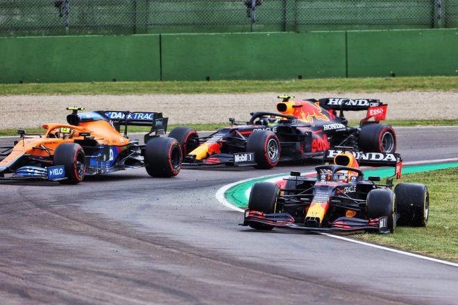 2021年F1第2戦エミリア・ロマーニャGP マックス・フェルスタッペン(レッドブル・ホンダ)がリスタートでコースオフ