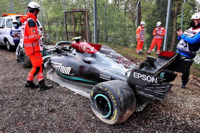 2021年F1第2戦エミリア・ロマーニャGP決勝 バルテリ・ボッタス(メルセデス)とジョージ・ラッセル(ウイリアムズ)がクラッシュ