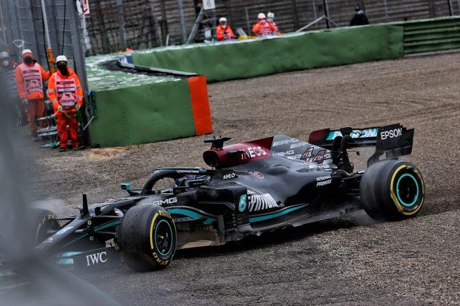 2021年F1第2戦エミリア・ロマーニャGP ルイス・ハミルトン(メルセデス)がコースオフ