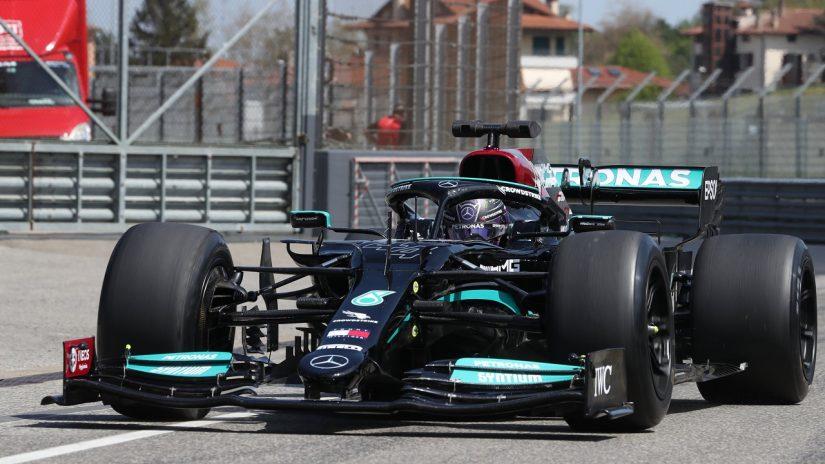 F1   ハミルトンが18インチF1タイヤの開発テスト。ブラックのメルセデスW10でイモラを走行