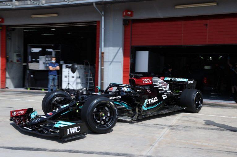 F1 | メルセデスのボッタスが2022年用18インチF1タイヤのテスト。イモラで106周を走行