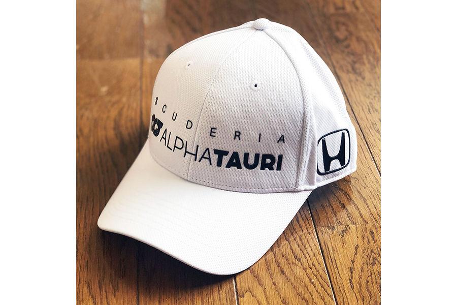 衝撃のF1デビューを飾った角田裕毅の新作グッズがautosport webショップに登場