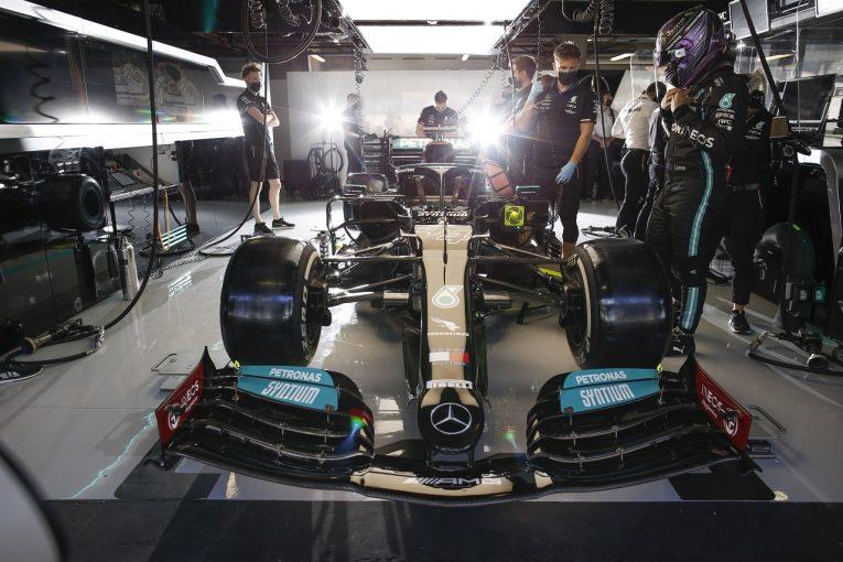 F1 | メルセデス、2台にダメージを発見「ハミルトンはバランスにも苦しんでいる」/F1第3戦金曜
