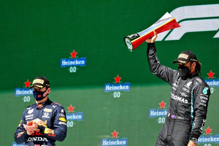 F1 | チャンス逃さずハミルトンが逆転で今季2勝目。レッドブル・ホンダのフェルスタッペンは2位【決勝レポート/F1第3戦】