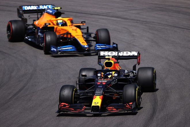 2021年F1第3戦ポルトガルGP セルジオ・ペレス(レッドブル・ホンダ)とランド・ノリス(マクラーレン)