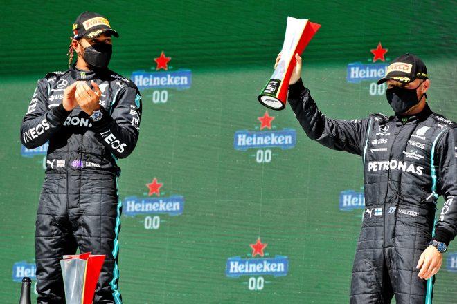 2021年F1第3戦ポルトガルGP 優勝したルイス・ハミルトン(メルセデス)と3位のバルテリ・ボッタス(メルセデス)