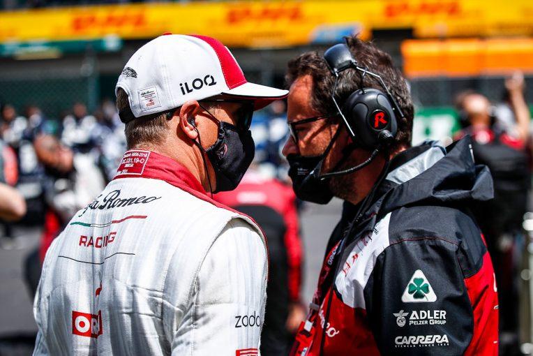 F1 | ライコネン「スリップの中で距離を読み誤って追突した。申し訳ない」:アルファロメオ F1第3戦決勝