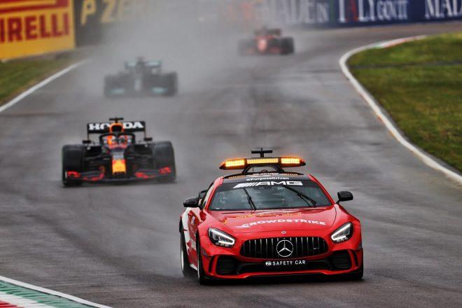 2021年F1第2戦エミリア・ロマーニャGP決勝 セーフティカーがマックス・フェルスタッペン(レッドブル・ホンダ)らを率いて走行