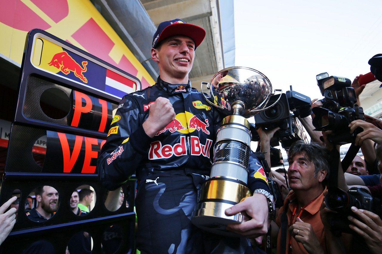 2016年F1スペインGPでF1初優勝を挙げたマックス・フェルスタッペン(レッドブル)