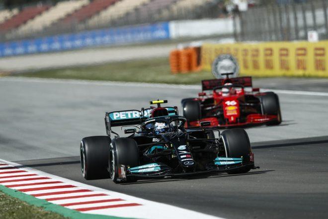 2021年F1第4戦スペインGP バルテリ・ボッタス(メルセデス)とシャルル・ルクレール(フェラーリ)