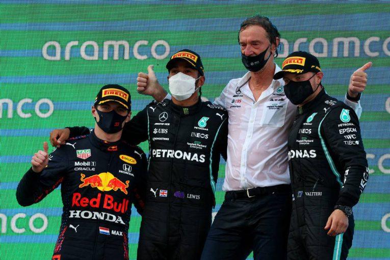 F1 | 戦略を活かしたハミルトンが終盤に首位奪回、今季3勝目。角田は無念のトラブル【決勝レポート/F1第4戦】