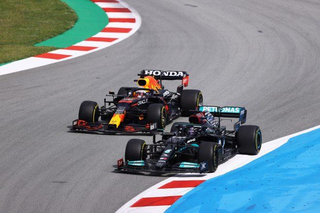 2021年F1第4戦スペインGP マックス・フェルスタッペン(レッドブル・ホンダ)とルイス・ハミルトン(メルセデス)