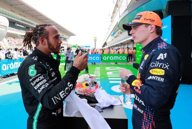 2021年F1第4戦スペインGP 決勝後のマックス・フェルスタッペン(レッドブル・ホンダ)とルイス・ハミルトン(メルセデス)