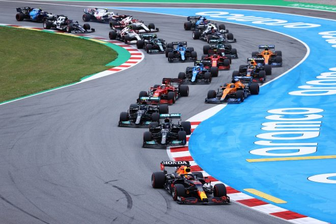 2021年F1第4戦スペインGP 決勝スタート直後にトップに立ったマックス・フェルスタッペン(レッドブル・ホンダ)