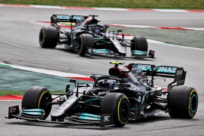 2021年F1第4戦スペインGP バルテリ・ボッタスとルイス・ハミルトン(メルセデス)