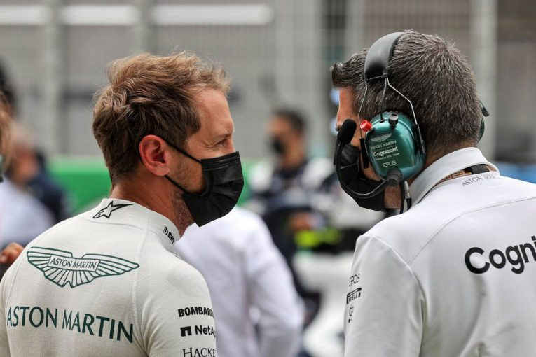 F1   ベッテル「キミの後ろでタイヤを傷めてしまい、入賞争いが困難になった」:アストンマーティン F1第4戦決勝