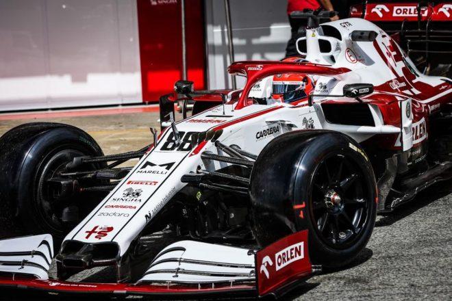 ロバート・クビサ(アルファロメオ)が18インチF1タイヤのテスト(スペイン・バルセロナ)