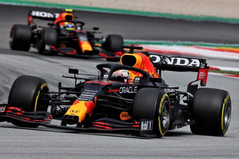 F1 | 「レッドブルF1は曲がるウイングで0.3秒稼いでいる」ハミルトンの発言後、FIAが取り締まり強化を決定