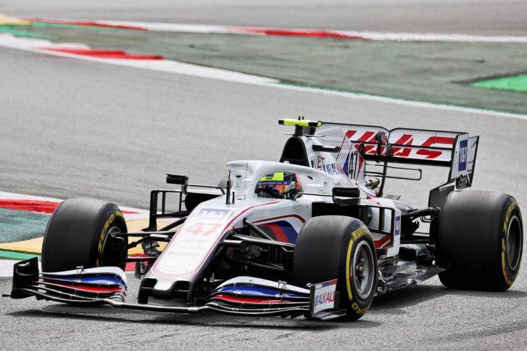 F1 | ミック・シューマッハー、フロントジャッキ担当のクルーを跳ね飛ばしかけたミスを謝罪/F1第4戦