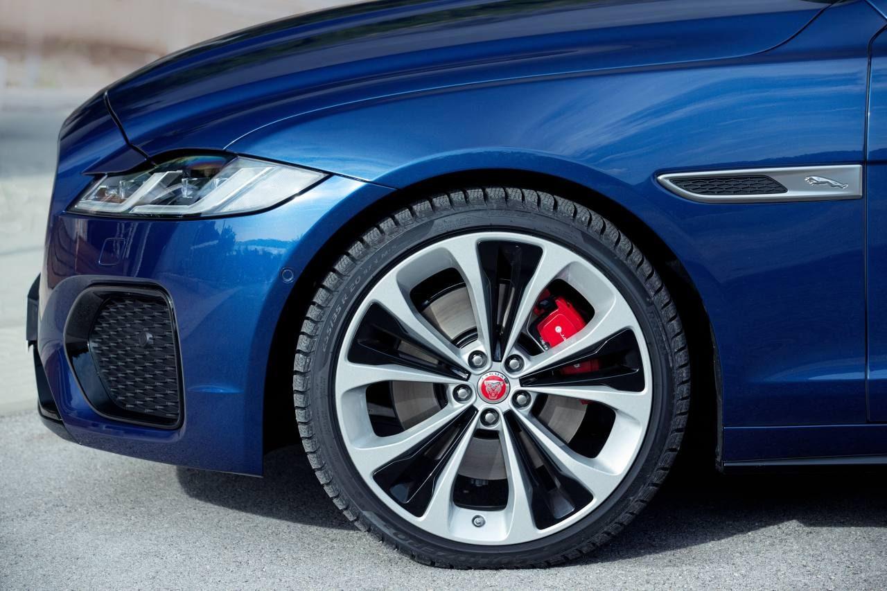 ジャガー、内外装刷新で装備充実の『XF』と『XF SPORTBRAKE』の2021年モデルを導入