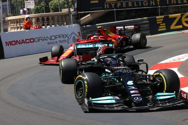 2021年F1第5戦モナコGP ルイス・ハミルトン(メルセデス)とカルロス・サインツ(フェラーリ)