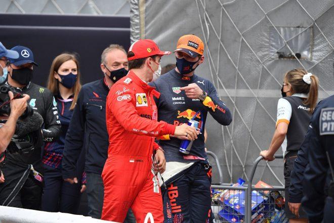 2021年F1第5戦モナコGP 予選後のマックス・フェルスタッペン(レッドブル・ホンダ)とシャルル・ルクレール(フェラーリ)