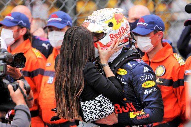 2021年F1第5戦モナコGP 優勝を喜び合うマックス・フェルスタッペン(レッドブル・ホンダ)とガールフレンドのケリー・ピケさん