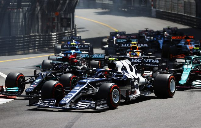 2021年F1第5戦モナコGP ピエール・ガスリー(アルファタウリ・ホンダ)とルイス・ハミルトン(メルセデス)